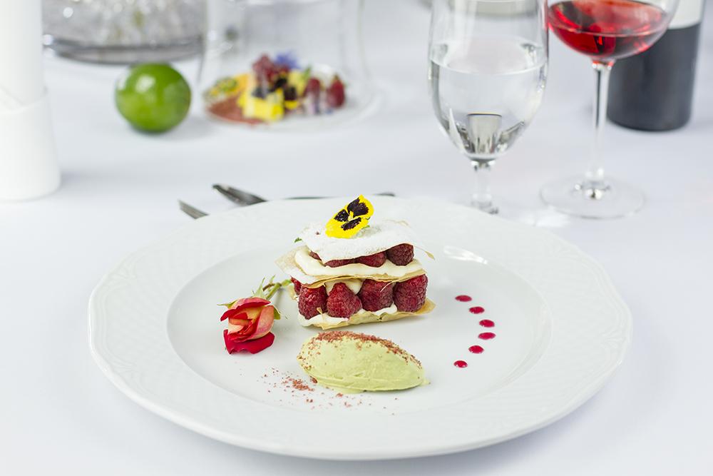 Food photography & styling: Raspberry dessert